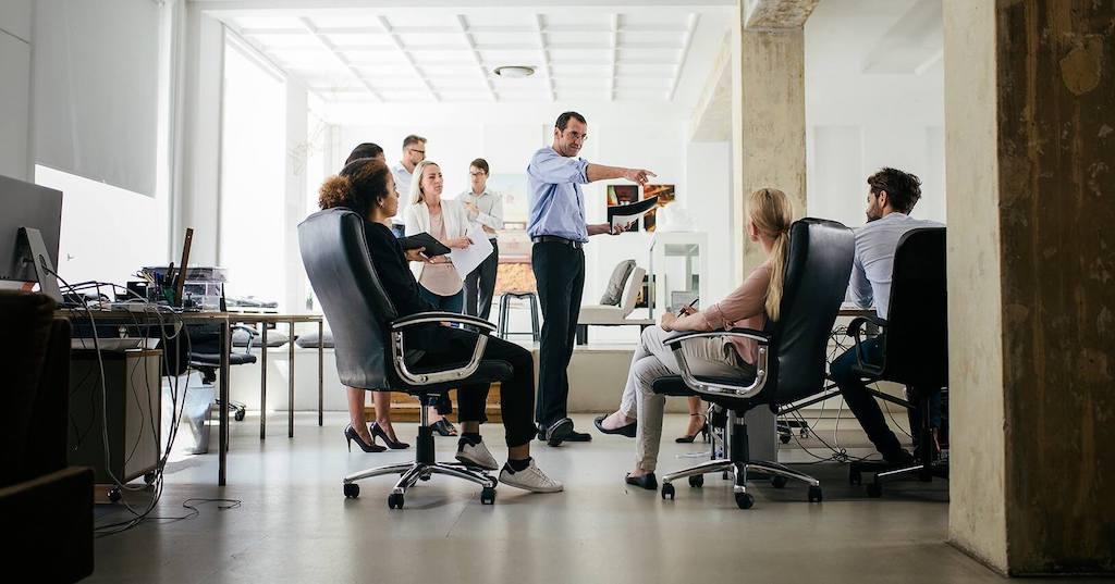 在职场中,无用的好人和能干的混蛋,你会选择与谁合作?